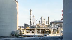 Cómo puede ayudar a las refinerías el supervisar el estado de los hornos durante una crisis económica.